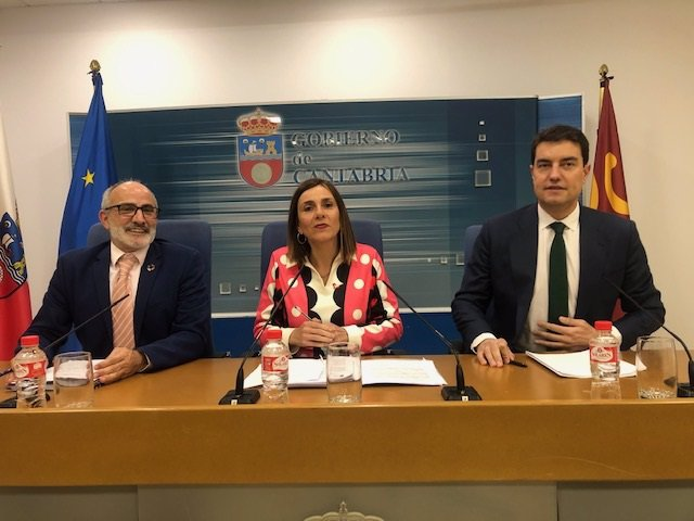 Los consejeros de Sanidad y Presidencia de Cantabria, Miguel Rodríguez y Paula Fernández, respectivamente, y el titular de Presidencia de Castilla y León, Ángel Ibáñez