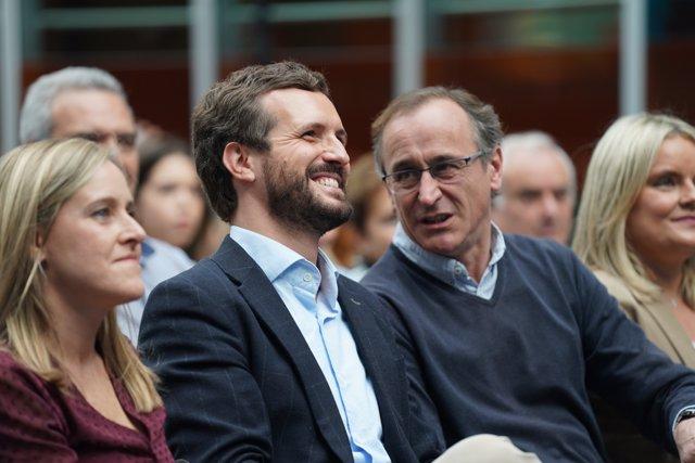 (I-D) El presidente del PP y candidato del partido para el 10N, Pablo Casado, y el presidente del PP vasco, Alfonso Alonso, asisten a un acto electoral del Partido Popular en Vitoria (Euskadi/España) a 1 de noviembre de 2019.