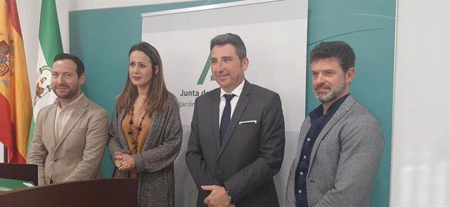 La delegada de la Junta en Huelva, Bella Verano, de Agricultura, Ganadería, Pesca y Desarrollo Sostenible, Álvaro Burgos