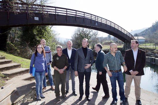 El Gobierno renueva la pasarela peatonal sobre el río Pas en Puente Viesgo