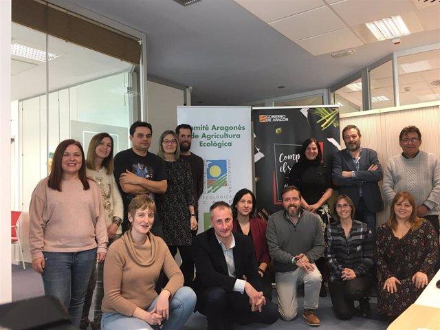 Carmen Urbano con los miembros del Comité Aragonés de Agricultura Ecológica.