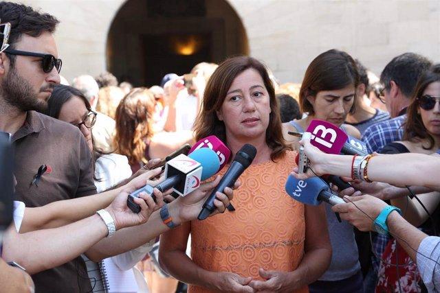 La presidenta del Govern balear, Francina Armengol atiende a los medios