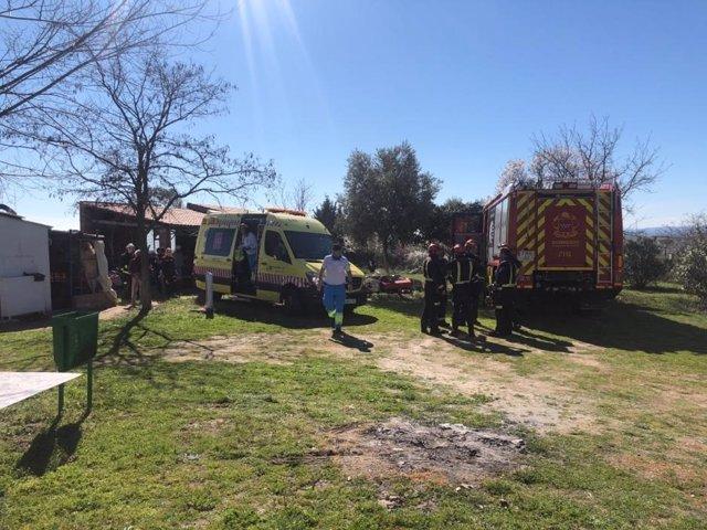 Herido un hombre de 74 años tras volcar un tractor que le ha atrapado las piernas en Villanueva de la Cañada