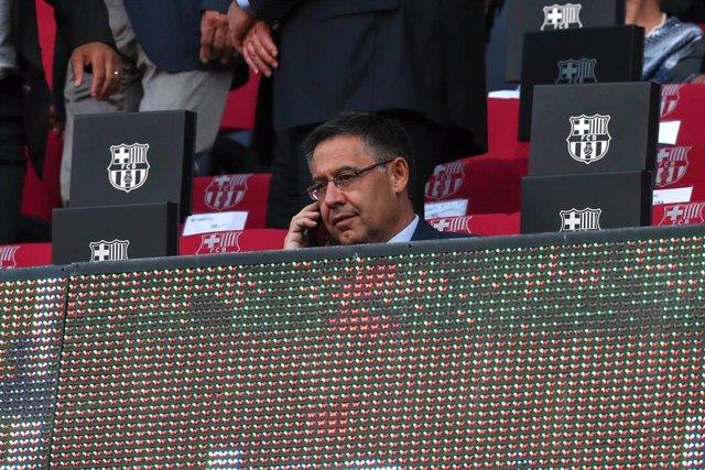 El presidente del FC Barcelona Josep Maria Bartomeu en el palco del Camp Nou