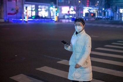 China confirma 2.442 muertes por el coronavirus y 76.936 contagiados