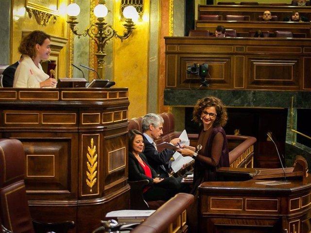 La ministra de Hacienda, María Jesús Montero, comparece ante el Pleno del Congreso