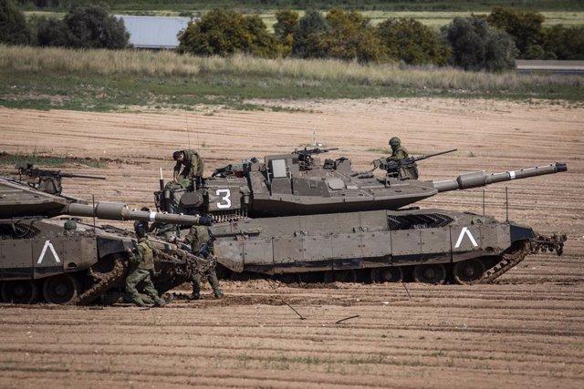 Imatge d'un tanc de l'Exrcit d'Israel prop de la Franja de Gaza.