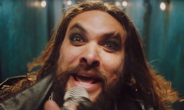 Jason Momoa suplantando a Ozzy Osbourne