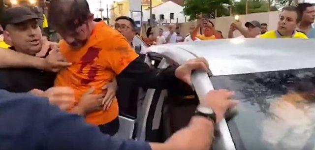 El senador Cid Gomes es alcanzado por dos disparos cuando intentaba romper el bloqueo que la Policía Militar había organizado en el municipio de Sobral, en el norte de Brasil, con motivo de sus reivindicaciones por mejoras salariales.