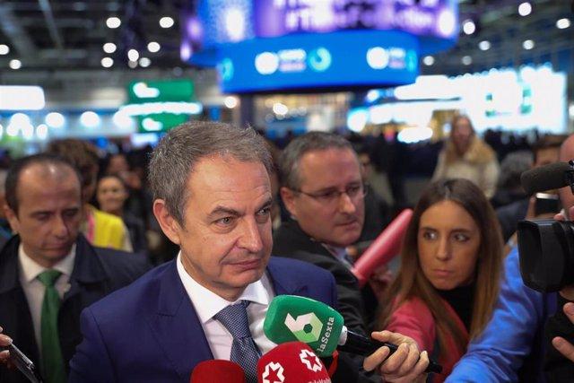El expresidente del Gobierno José Luis Rodríguez Zapatero, atiende a los medios de comunicación tras el acto 'La agenda de las agendas', en la undécima jornada de la Cumbre del Clima (COP25) en Ifema, Madrid (España), a 12 de diciembre de 2019.