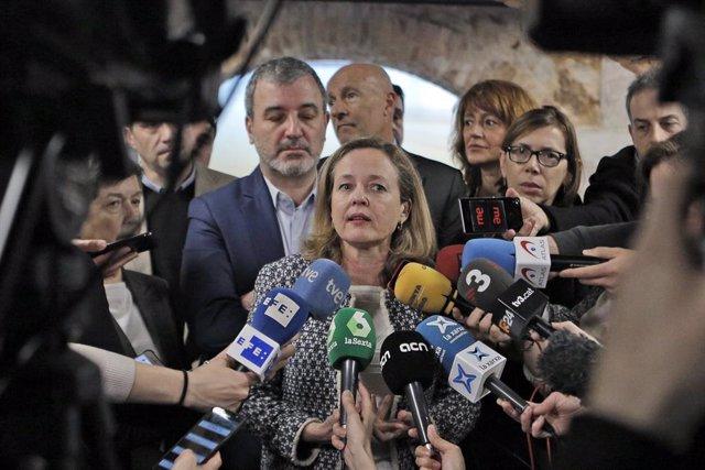 La vicepresidenta tercera i ministra d'Assumptes Econòmics i Transformació Digital, Nadia Calviño ofereix declaracions als mitjans de comunicació durant la seva visita a l'edifici Pier 01 amb motiu del Tech Spirit, Barcelona, 24 de febrer del 2020.