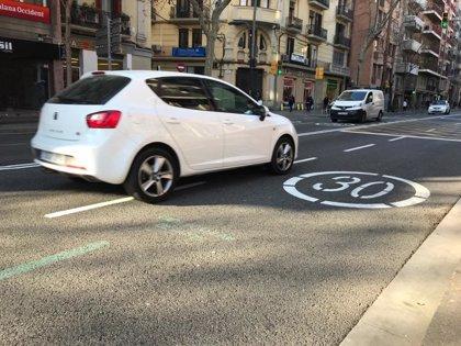 Barcelona convierte las calles Creu Coberta y Sants en zonas de velocidad 30