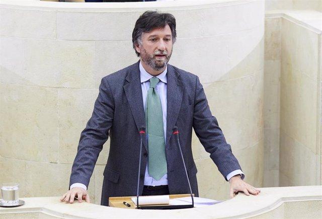 El portavoz de Vox en el Parlamento de Cantabria, Cristobal Palacio