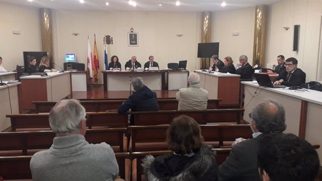 Muguruza y Rodriguez López escuchan los informes finales de sus abogados