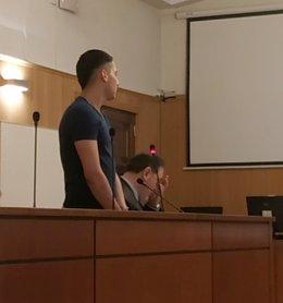 """Trib.- El acusado de tentativa de asesinato alega que se """"emparanoió"""" al creer q"""