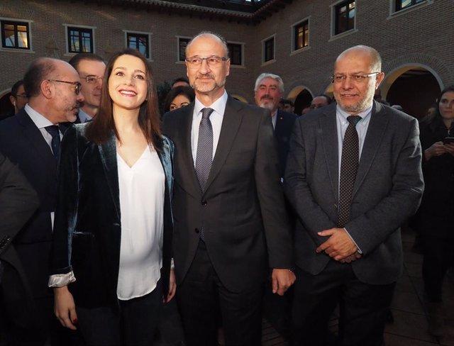 La portaveu de Cs al Congrés, Inés Arrimadas, el president de les Corts, Luis Fuentes, i el vicepresident de la Junta de Castella i Lleó, Francisco Igea, a l'Hotel AC, Valladolid (Espanya), 24 de febrer del 2020.