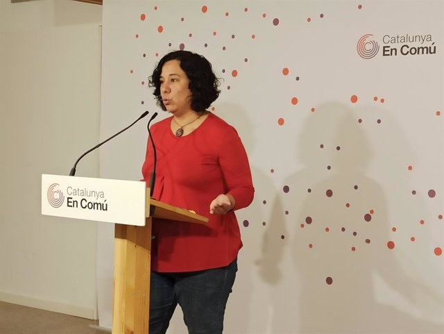 Susanna Segovia (comuns) en roda de premsa.