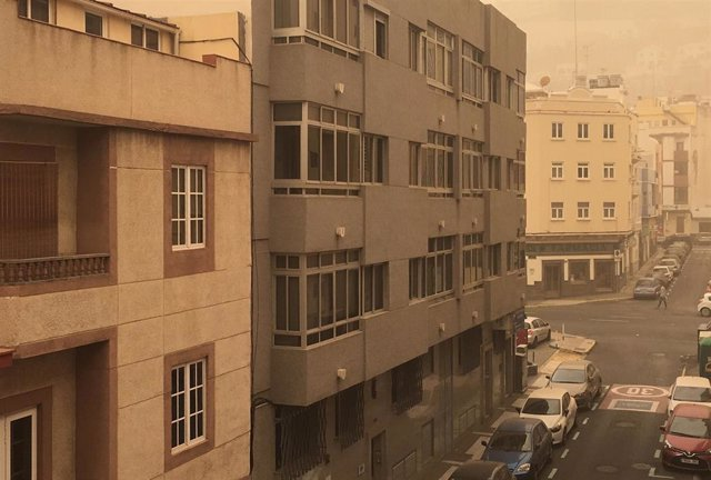 """El episodio de calima """"poco común"""" vivido en Canarias va remitiendo y finalizará el miércoles, según AEMET"""