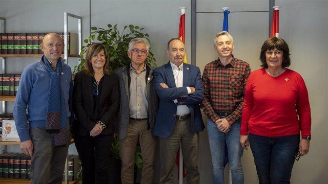 Reunión mantenida hoy entre la Consejería de Gobernanza Pública y el centro riojano en San Sebastián.