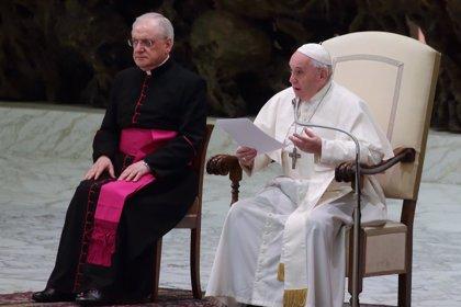 Papa Francisco.- El Vaticano no suspende la audiencia general del Papa el miércoles pero limitará los encuentros cerrados