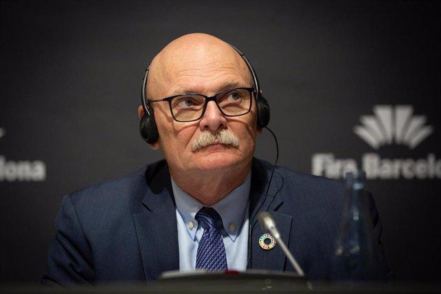 El consejero delegado de GSMA (organización de operadores móviles y compañías relacionadas), John Hoffman en rueda de prensa, a 13 de febrero de 2020.