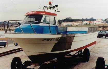 Llega al puerto de Baiona el cuerpo del tripulante del pesquero hundido en Cíes y sigue la búsqueda del patrón