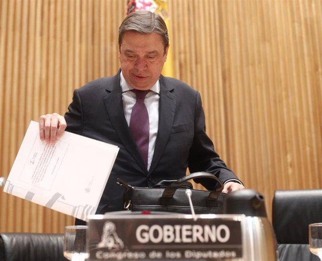 El ministro de Agricultura, Pesca y Alimentación, Luis Planas, momentos antes de su comparecencia en la Comisión de Agricultura en el Congreso