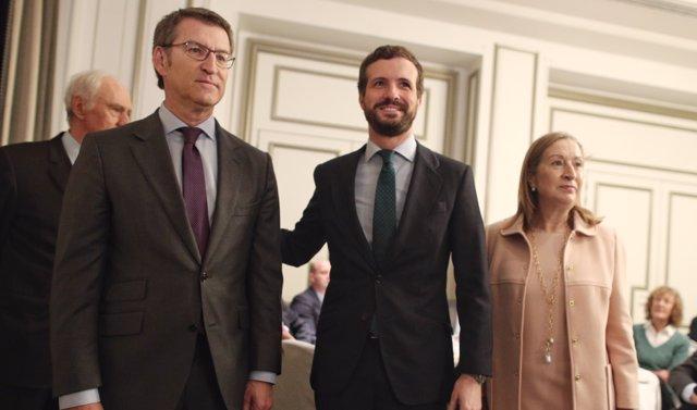 (izq-dch) El presidente de la Xunta de Galicia, Alberto Núñez Feijoo, el presidente nacional del Partido Popular, Pablo Casado, y la vicepresidenta segunda del Congreso, Ana Pastor.