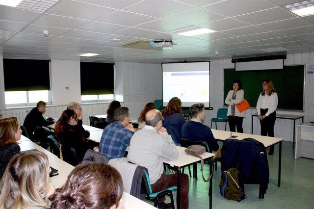 La directora general de Diálogo Social y Bienestar Laboral, Manuela Marín, inauguró hoy el primer seminario formativo del ISSL en 2020. En la imagen, acompañada por la directora del ISSL, Mari Ángeles Villanueva