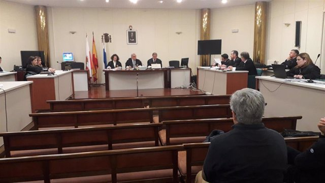 Una de las últimas sesiones del juicio de La Loma, que se ha celebrado en la Audiencia provincial desde octubre, con 13 acusados -seis de la Fiscalía y el resto de la Junta Vecinal de Santullán-