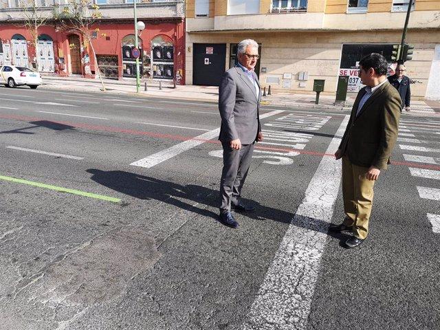 Álvaro Pimentel y Miguel Ángel Aumesquet, ante las marcas viales de los eventos en la Ronda Histórica