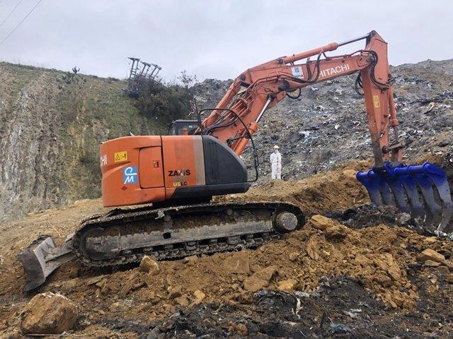 Maquinaria trabajando en el derrumbe de Zaldibar (Bizkaia)