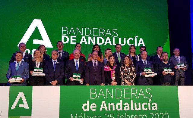 Foto de familia de la entrega de las distinciones de la Junta en Málaga