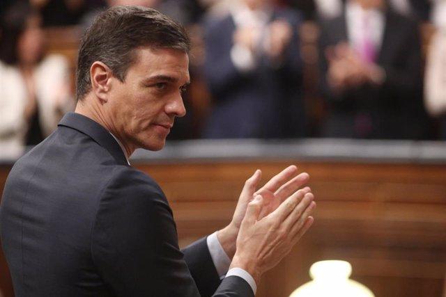 El presidente del Gobierno, Pedro Sánchez, aplaude en el Congreso de los Diputados durante la Solemne Sesión de Apertura de la XIV Legislatura, en Madrid (España), a 3 de febrero de 2020.