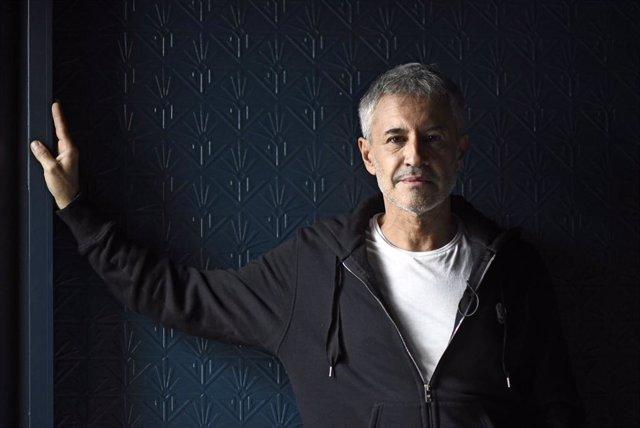 El cantante Sergio Dalma posa tras una entrevista con Europa Press en la que ha presentado  '30... y tanto', el disco que celebra los 30 años de carrera del artista, en Madrid (España), a 7 de noviembre de 2019.