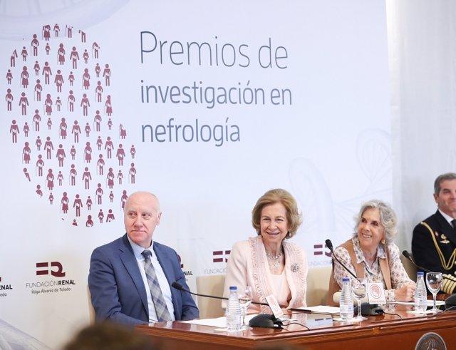 La Reina Sofía preside la entrega de los premios de investigación en nefrología.