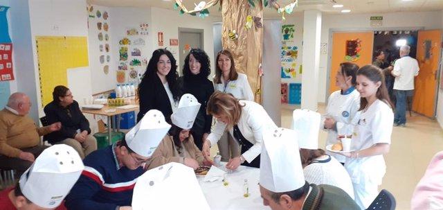 La delegada de Salud y Familias,Trinidad Rus, durante el desayuno saludable