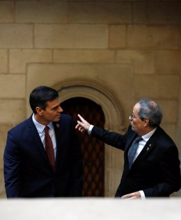 El president del Govern central, Pedro Sánchez, i el president de la Generalitat, Quim Torra, a la seva arribada al Palau de la Generalitat, abans de la seva reunió, Barcelona (Espanya), 6 de febrer del 2020.