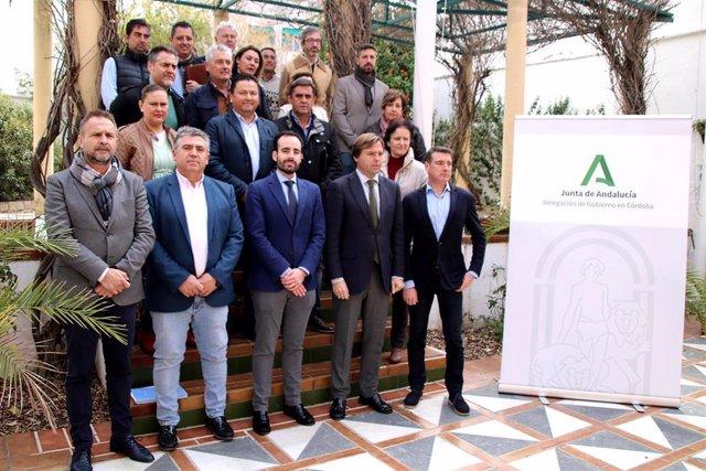 Herrador (centro), en el encuentro con alcaldes y representantes de ayuntamientos de la provincia