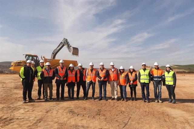 Autoridades asisten al inicio de las obras de urbanización del polígono industrial de Lodosa.