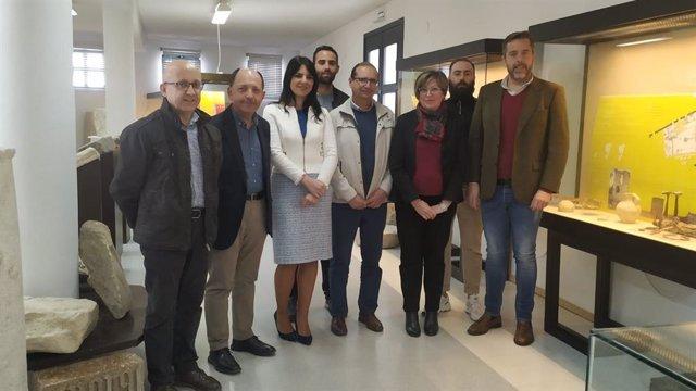 Joyera (centro) en su visita a Doña Mencía