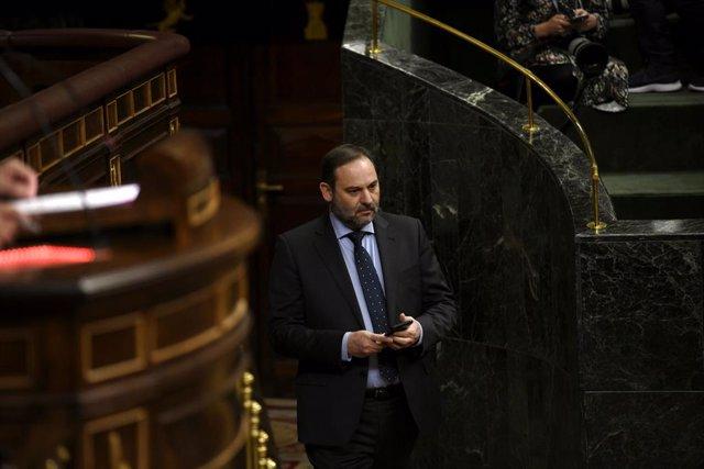 Ábalos responde hoy a PP y Vox sobre el papel de su asesor y consejero de Renfe