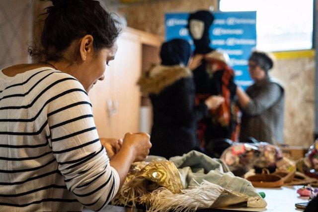 La Fábrica de Tapices acoge un desfile de moda sostenible confeccionada por mujeres magrebíes de la Cañada Real.