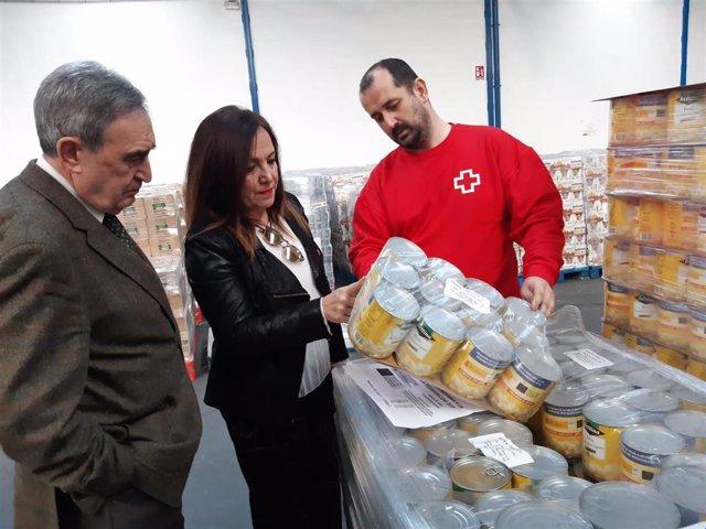 La subdelegada del Gobierno en Jaén, Catalina Madueño, en las instalaciones de Cruz Roja