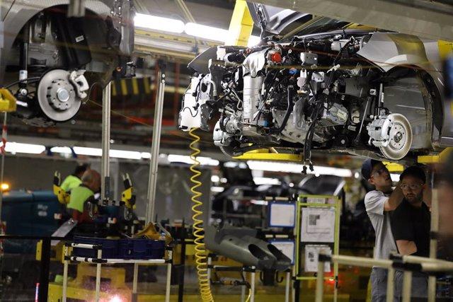 Imagen de una fábrica automovilística.