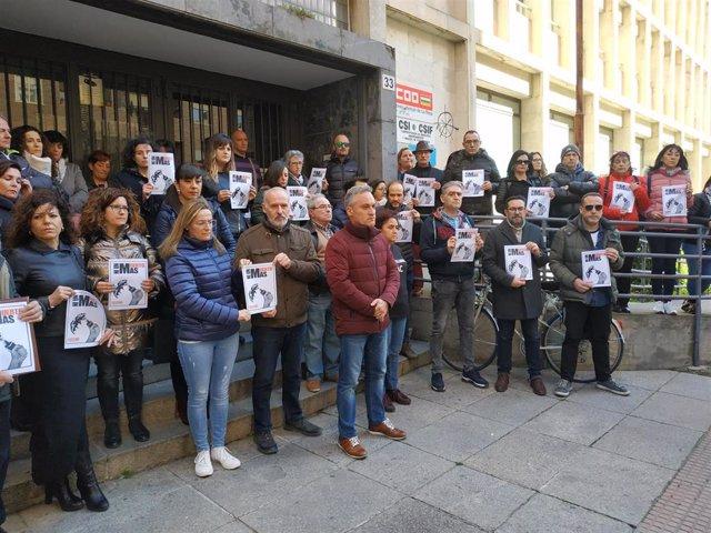 Minuto de silencio de CCOO La Rioja por la muerte de dos trabajadores ayer en Navarrete
