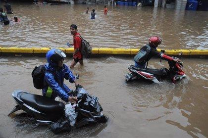 Al menos cinco muertos por las últimas inundaciones en Yakarta y alrededores