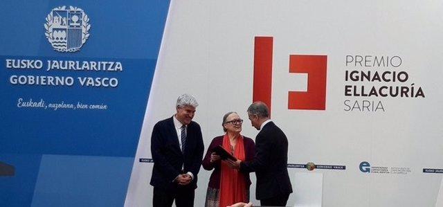 Gobierno vasco entrega a Anna ferrrer el premio Ignacio Ellacuría 2019  a la cooperación