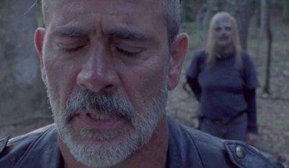 """La mujer de Negan opina de su turbia escena de sexo en The Walking Dead: """"Estoy preparando mi máscara de zombie"""""""