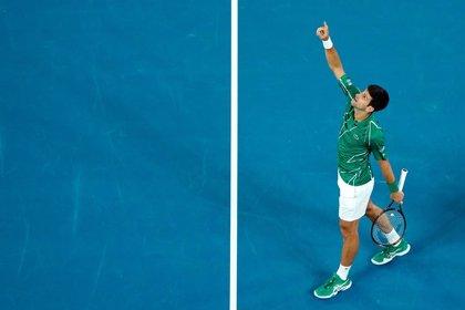 Djokovic avanza en Dubai y se queda a un partido de defender el número uno